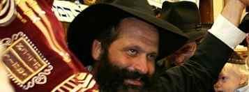 Rubashkin Torah Arm Raised wide cropped