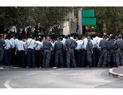 Haredim Blocked By Police Shabbos Demo 8-22-09