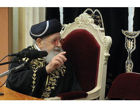 Rabbi Ovadia Yosef Chair Finger