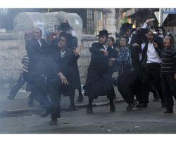 Haredim Riot Throw Stones