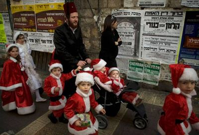 Haredim Purin Mea  Shearim Santa Claus