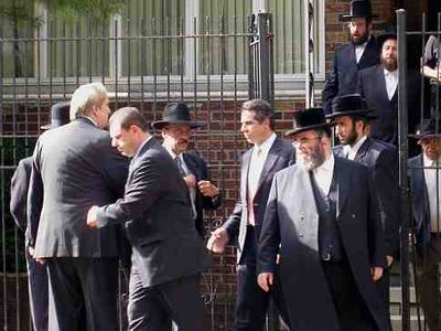 Cuomo Satmar 2 10-10 (Leaving meeting, Goldberger is front center)
