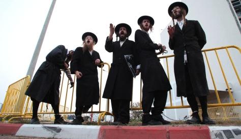 Haredim Protest In Ashkelon 5-15-10