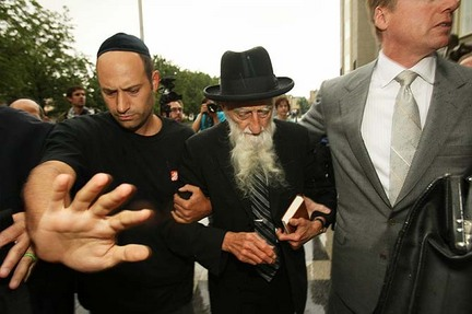 Rabbi-saul-kassin-leaves-court-04732afbe906d980_large