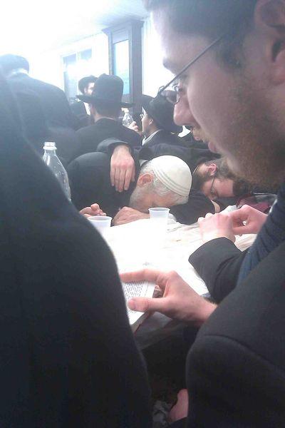 Rabbi Mordechai Elon drunk at grave of Chabad rebbes low res