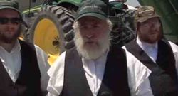 Satmar Rabbis Harvesting Wheat For Shmurah Matzoh 7-5-11
