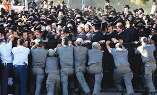 Haredi Protest Police Hold Back Haredim