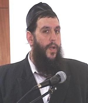 Rabbi Yehuda Levin yarmulke