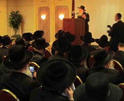 Haredi rabbis ban technology meeting 9-2011 rabbi uses smart phone to take picture