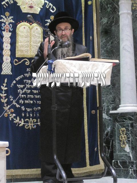 Skvere Dayan Montreal Rabbi Vosner (speaking in Satmar synagogue, London).jpg