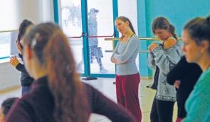 Dancers Kolben Dance Group Jerusalem Drapes Open Haredi Man Passing By 11-11