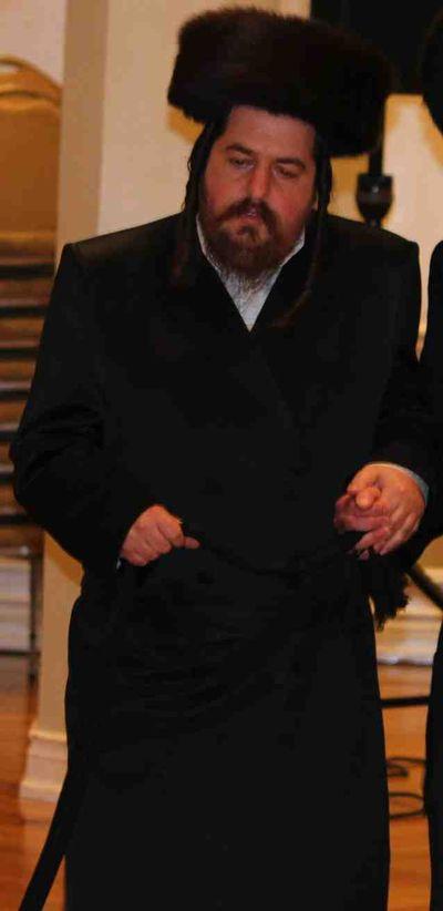 Herschel Taubenfeld Shtreimel standing