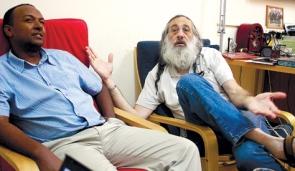 Rabbi Amiel Keinan (right) and Ethiopian community leader Danieil Uriel (left)