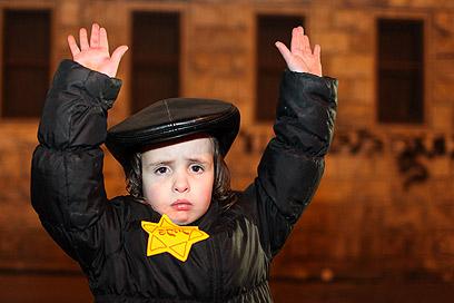 Haredi boy yellow star demo arms up mea shearim 12-31-2011