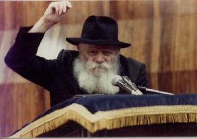 Rebbe_one_arm_up_2