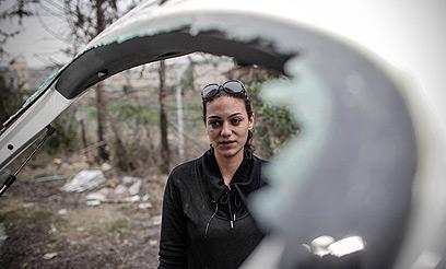 Natalie Mashiah car window broken by haredim in Beit Shemesh 1-24-2012