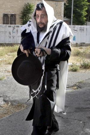 Avrohom Mondrowitz 5-2012