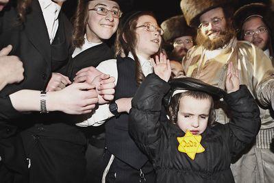 Haredim yellow star kid mea shearim 12-31-2011