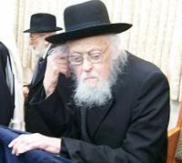Rabbi Yosef Shalom Elyashiv shtender hand on ear