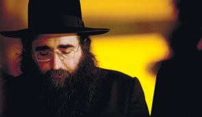 Rabbi Yoshiyahu Pinto eyes closed