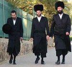 Haredim walking spodeks Israel