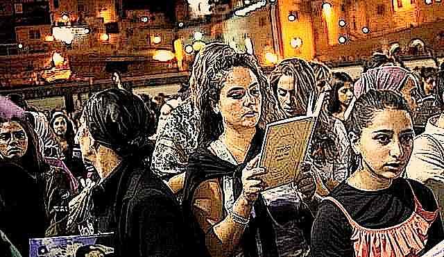 Women praying at kotel