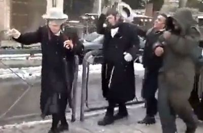 Two haredim attacked by Arabs near Damascus Gate with snowballs on Shabbos 1-12-2013