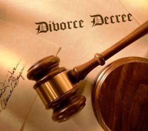 Divorce gavel decree image