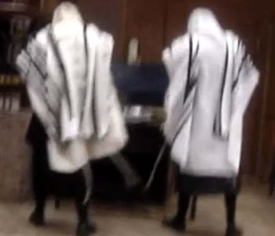 Inside Bobov synagogue just before fight in 2005
