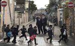 Haredi kids Mea Shearim to school 1-3-2012
