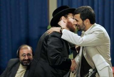 Moshe Aryeh Friedman hugs Iranian President Mahmoud Ahmadinejad