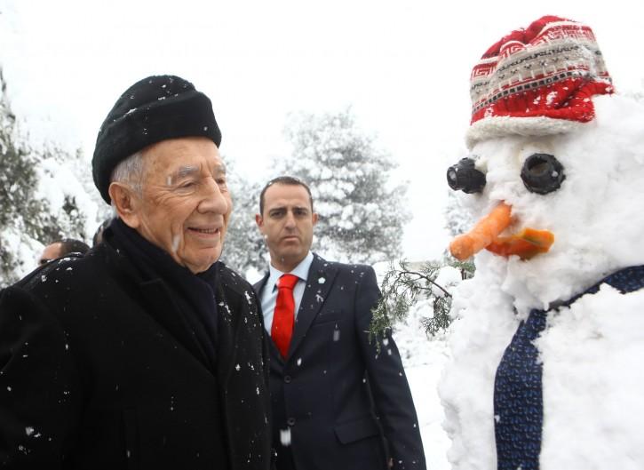 Shimon Peres snowman 1-10-2013