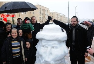 Beitar Ilit Mayor Meit Rubenstein and family with snowman 1-2013 annotated
