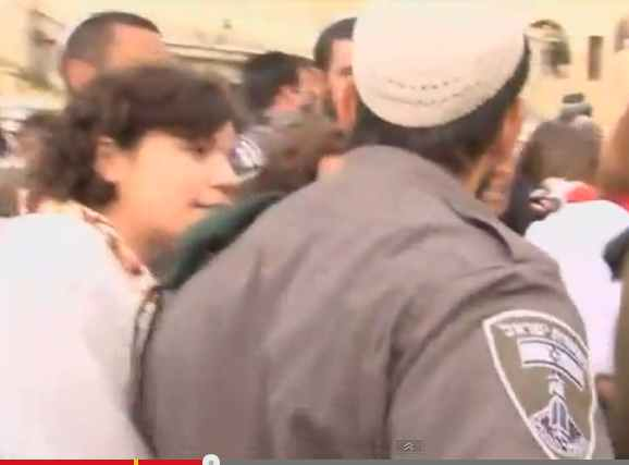 Women of the Wall being arrested at Kotel 4-11-2013