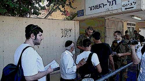 Haredi recruits report to IDF haredi induction center 8-1-2013