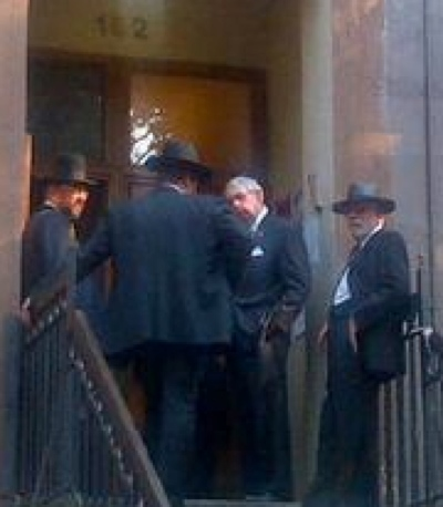 Charles Hynes visiting Satmar Rebbe Aharon Teitelbaum to apologize for Weberman 8-20-2013 (via Satmar HQ) enlarged