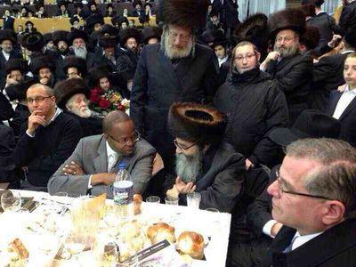 DA elect Ken Thompson at Satmar Zalmanite celebration of Rebbe's rescue from Nazis talking to Rabbi David Niederman 11-23-2013