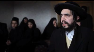 Nachman Helbrans and unidentified Lev Tahor children in a motel room in Ontario, Canada 11-24-2013