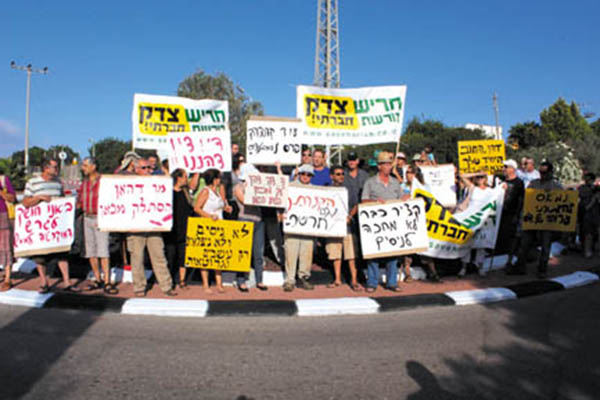 Secular protest against a haredi-controlled Harish