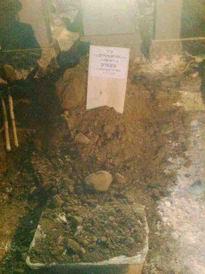 Menachem Stark grave 1