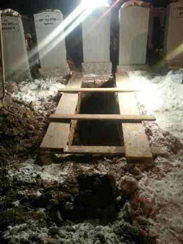 Menachem Stark grave 2