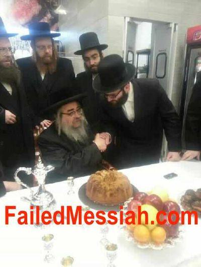 KJ Satmar Rebbe Aharon Teitelbaum at grand opening of Satmar Williamsburg butcher shop 2-2014