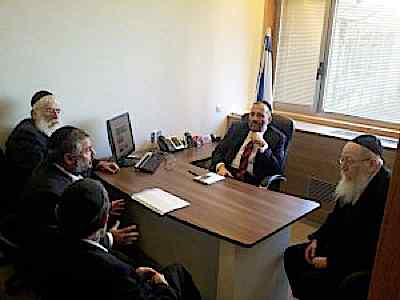 Rabbi Moshe Abutbol meeting with haredi pols after High Court invalidated elections 2-12-2014