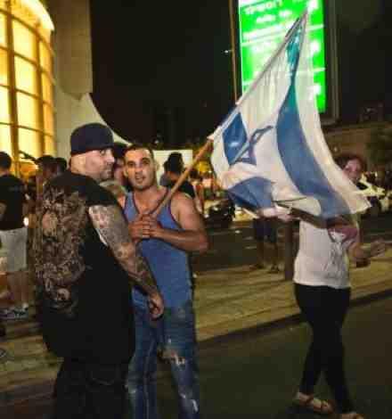 Yoav Eliasi %22the Shade%22 and right wing thugs in Tel Aviv 7-12-2014