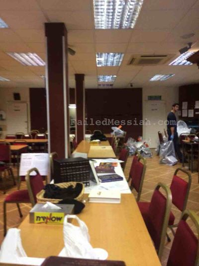 Chabad Beis Moshiach:Beis Menachem Centre London, UK 9-1-2014 police raid ongoing