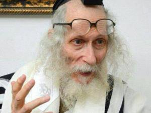 Rabbi Ewliezer Berland glasses tefillin