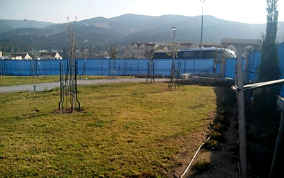 Playground Beit Shemesh blue privacy fence to keep haredim from seeing non-haredi children play 2-2015