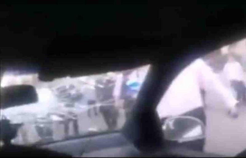 Haredim smash windshield of car occupied by anti-kapparot activsts, Ashdod 9-2015