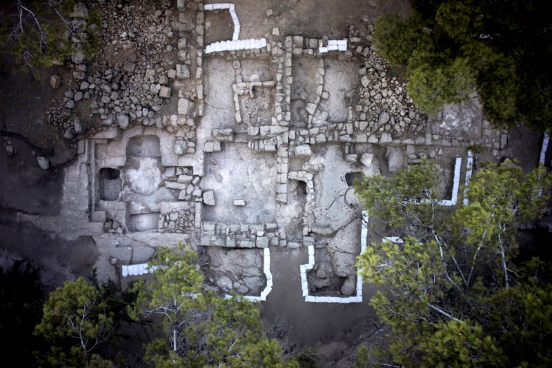 Possible tomb of the Hasmonean Dynasty (Maccabees) IAA 9-2015