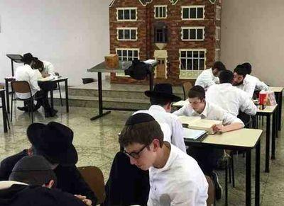 Chabad yeshiva Sao Paulo Brazil aron ha-kodesh looks like 770 11-2015
